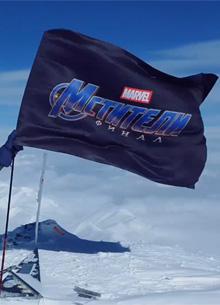 """Флаг """"Мстителей 4"""" установили на Эльбрусе"""