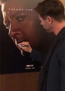 """Крис Хемсворт испортил постеры коллег по фильму """"Мстители 4: Финал"""""""