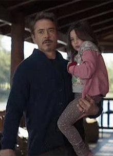 В Сети показали встречу Тони Старка со взрослой дочерью