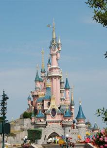 Disney начинает открывать парки развлечений