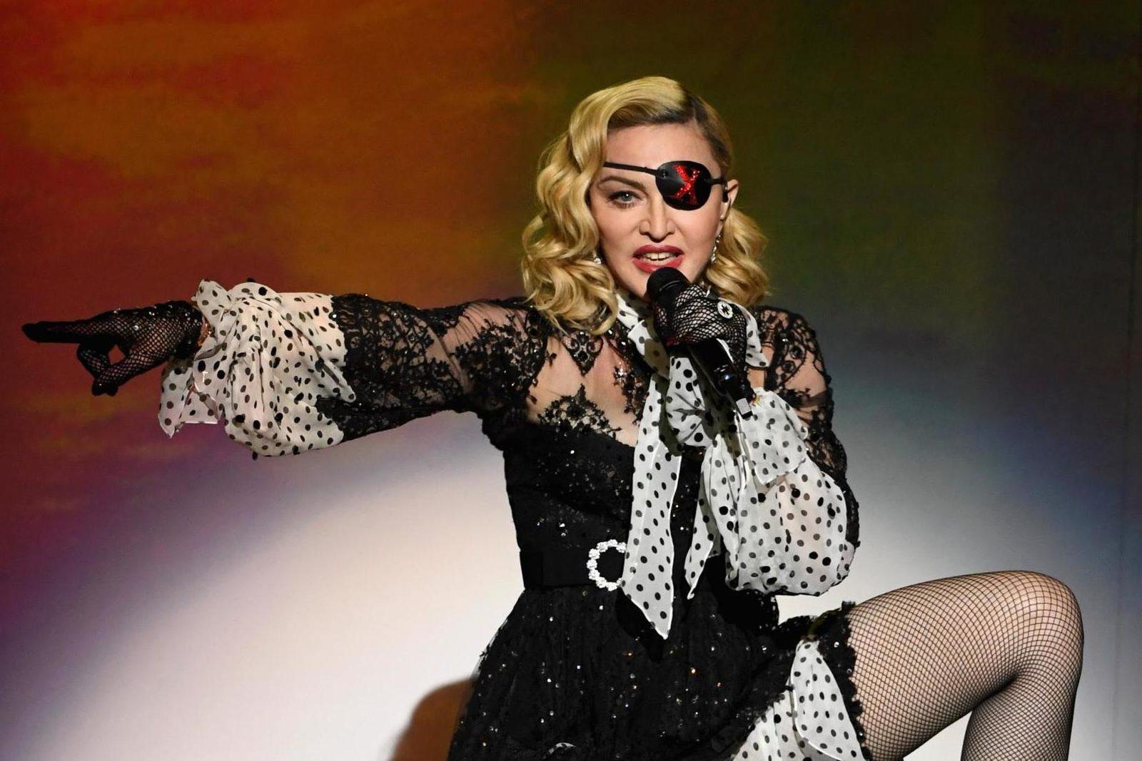 Мадонна снимет биографический фильм о себе