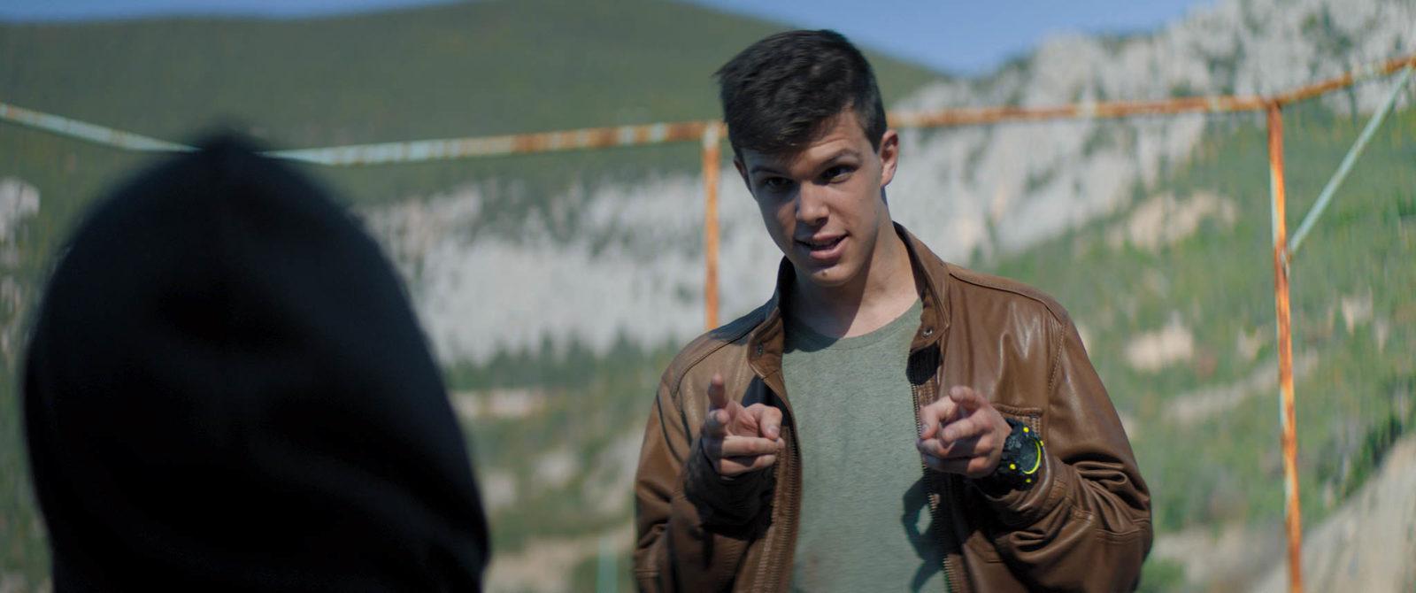 Молчаливый подросток Глеб Калюжный отправится в летний лагерь